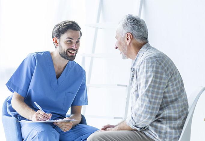 Patient homme et femme service gastro-entérologues Clinique du Val d'Ouest